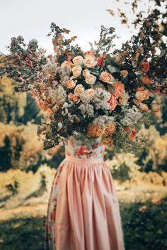 LENA HOSCHEK TRADITION - Frühling/Sommer 2019 ©Rares Peicu - Valentina Dirndl #dirndl #naturalstyle #spring #summer #lenahoschek #tradition #tracht #lenahoschektradition #österreich #austria