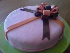 Tarta Regalo decorada con fondant / Present cake