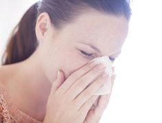 Nez congestionné, douleur irradiante sous l'œil, fièvre : tous les symptômes de la sinusite sont là. L'essentiel à savoir et 5 astuces pour la combattre.