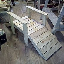 just keeping my self busy pallet foot bridge garden small stream, carpentry woodworking, diy, outdoor living, pallet projects Pallet Crafts, Diy Pallet Projects, Wood Projects, Woodworking Projects, Woodworking Plans, Pallet Patio, Garden Pallet, Outdoor Pallet, Wooden Garden