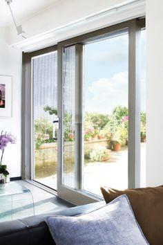 Op zoek naar een stijlvolle #hordeur geschikt voor brede tuindeuren? Wat dacht je van de nieuwe Luxaflex® Plissé hordeur Designa?  www.wonen.nl/informatie/Luxaflex-Plisse-hordeur/5442