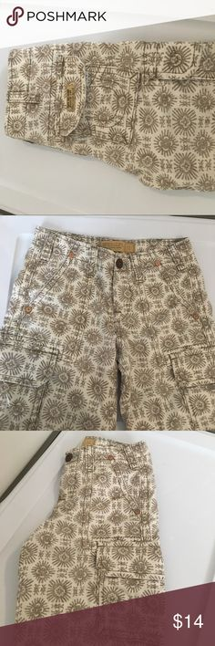 True religion cargo shorts size 12 Worn once no holes or stains boys size 12 true religion cargo shorts. Comes from pet and smoke free home. Open to reasonable offers! True Religion Bottoms Shorts