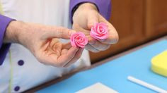 Gum Paste Roses DIY tutorial video Let your cake decorating skills come into full bloom! Learn two different methods for making edible rose decorations out of gum paste without a wire.