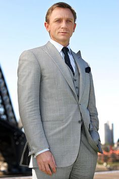 If you don't know what a well tailored suit looks like, watch a few Bond movies and takes notes. #DanielCraig