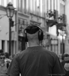 Kraków street photo....duże słuchawki