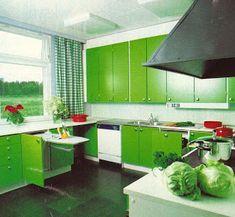 Aiemmin oli asuttu aika vaatimattomasti, siksi koti haluttiin laittaa kauniiksi.    Usein se tarkoitti kuviollisia tapetteja, erivärisiä s...