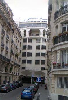 Un mois, un garage Citroën, Paris, rue de la cavalerie Aston Martin, Paris Rue, Garage, Street View, Autos, One Month, Real Estate, Carport Garage, Garages