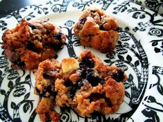 Chocolate Chip Blueberry Peanut Butter Cookies (in finnish), original recipe: http://www.foxnews.com/recipe/chocolate-chip-blueberry-peanut-butter-cookies/