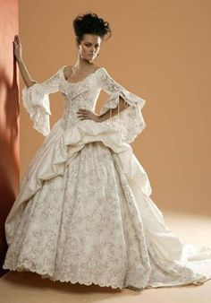 Renaissance wedding gowns are some of the most appreciated types of wedding gowns these days, mainly due to their incredible look and fan. Renaissance Wedding Dresses, Medieval Wedding, Best Wedding Dresses, Wedding Gowns, Bridesmaid Dresses, Wedding Outfits, Renaissance Clothing, Gothic Wedding, Boho Wedding