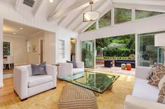 1537 Benedict Canyon  Beverly Hills, CA 90210