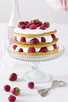 berry poppyseed cake