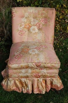 Vintage pink slipper chair by Maison Douce, via Flickr