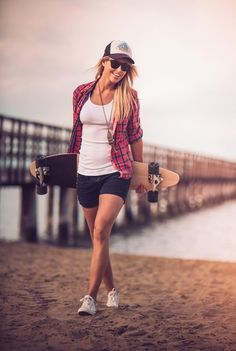 """""""Acutally my Longboard is totally useless at the beach but fu** you I'm pretty! Skater Outfits, Sport Outfits, Girl Outfits, Cute Outfits, Casual Outfits, Skater Look, Skater Girl Style, Girls Skate, Surf Hair"""