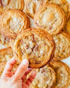Hot Fudge Brownie Sundae Pie » Hummingbird High Toffee Cookie Recipe, Toffee Cookies, Cookie Recipes, Dessert Recipes, Chocolate Chip Cookies, Chocolate Toffee Bars, Almond Cookies, Chocolate Cheesecake, Butter Toffee