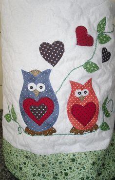 capa para galãod e água em patchwork, tecido 100% algodão, com manta resinada, peça toda quiltada, cores e temas a escolha da cliente.