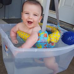 Summertime fun for your baby and toddler! Here are some great Baby/Toddler Activities for Summer Water Play [learning] ! Baby Kind, Our Baby, Baby Life Hacks, Mom Hacks, Summer Baby, Summer Fun, Summer Months, 5 Months, Baby Play