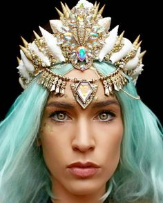 Check out these gorgeous mermaid crowns by Aussie artist Chelsea Shiels! They're made out of seashells, jewels, lace -- all kinds of pretty things. Shell Crowns, Seashell Crown, Mermaid Crown, Mermaid Hair, Beauty And Fashion, Mermaid Jewelry, Gorgeous Hair, Beautiful, Circlet