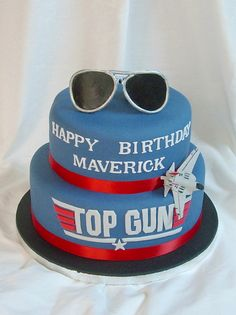 How awesome is this Top Gun cake? Check out our website for great to go with this amazing cake! First Birthday Parties, Boy Birthday, Birthday Cake, Birthday Ideas, 40th Cake, Happy Birthday, Top Gun Party, Gun Cakes, Movie Cakes