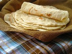 Home Cooking In Montana: Flour Tortillas with leavening. Recipes With Flour Tortillas, Homemade Flour Tortillas, Mexican Dishes, Mexican Food Recipes, Ethnic Recipes, Good Food, Yummy Food, Galette, Burritos