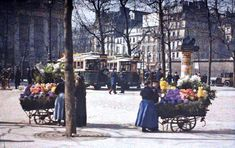 The Colorful City of Paris from 100 Years AgoIn a French banker named Albert Kahn commissioned four photographers (Leon Gimpel, Stephane Passet, Georges Chevalier and Auguste Leon) to shoot. Paris Images, Paris Pictures, Old Pictures, Old Photos, Belle Epoque, Paris 1900, Paris France, Photo Vintage, Vintage Photos