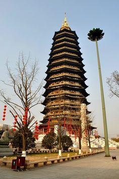 Tianning Pagoda is de tallest pagoda n wooden structure in de world, in Changzhou, Jiangsu_ East China
