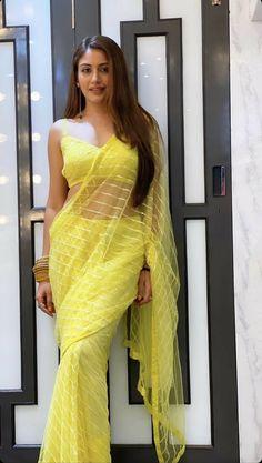 Saree Designs Party Wear, Bridal Blouse Designs, Saree Blouse Designs, Party Wear Sarees, Lehnga Blouse, Saree Wearing Styles, Saree Styles, Trendy Sarees, Stylish Sarees