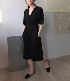 Cotton 1/2 sleeve v-neck dress with self-tie belt