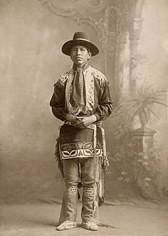 An unidentified man of the Potawatomi Nation. No date or additional information (Photoshopped b&w copy) Native American Images, Native American Artwork, Native American Tribes, Native American History, Native Americans, American Women, Trail Of Tears, Rio, Historical Pictures