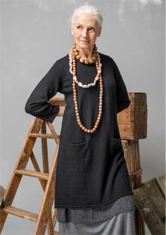 A Lesson In Putting Outfits Together – Deborah McVeigh A Lesson In Putting Outfits Together Woman As Art 72 Fashion Over 50, Look Fashion, Womens Fashion, Fashion Trends, Fashion Styles, Older Women Fashion, Fashion Videos, 80s Fashion, Korean Fashion