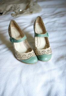 +mood: Retro shoes #shoes #vintage #retro #styling #fashion