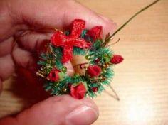How to make a miniature Christmas wreath