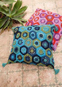 Lana Grossa Crochet Cushion pattern kit - in German