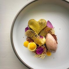 Pineapple chocolate lemon by @chefrichardkarlsson Tag your best plating pictures with #armyofchefs to get featured. ------------------------ #foodart #foodphoto #foodphotography #foodphotographer #delicious #instafood #instagourmet #gastronomy #Pineapple #chocolate #lemon #dessert - find more inspiration on www.kochfreunde.com