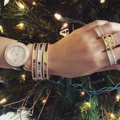 We love our Van Cleef & Arpels armparty! Discover luxurious presents for under your Christmas tree at Van Cleef & Arpels in London Jewelers Americana Manhasset.