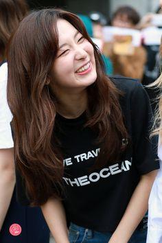 Red Velvet - Seulgi Kpop Girl Groups, Korean Girl Groups, Kpop Girls, Park Sooyoung, Rapper, Kang Seulgi, Red Velvet Seulgi, Kim Yerim, Ulzzang Girl