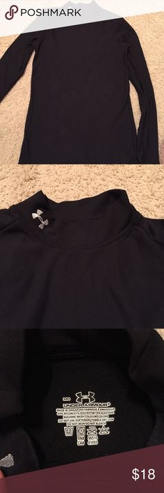 Under armor fleece Under armour fleece like material for running or exercise. Keeps you warm. Will go great under clothes for layers Under Armour Other