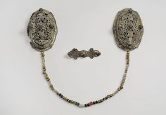 Viking gold foil brooches & glass beads - Historiska