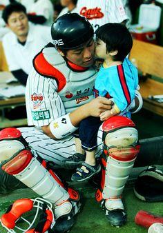 KOREAN BASEBALL : Photo