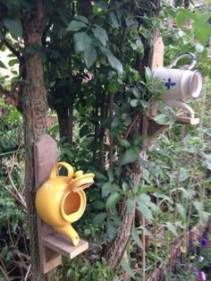 My friend makes these little Tea Pot Bird Boxes in Norwich, UK, recycling teapots and wood from pallets.  Perfect for encouraging small nesting birds in to your garden in the Spring ^_^
