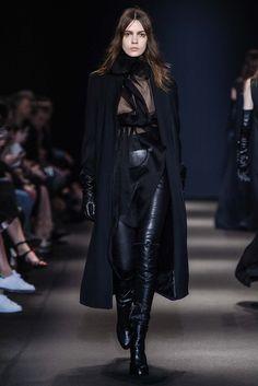 Ann Demeulemeester Fall 2015 Ready-to-Wear Collection Photos - Vogue Ann Demeulemeester, Fashion Week Paris, Runway Fashion, Women's Fashion, Dark Fashion, Gothic Fashion, Autumn Fashion, White Fashion, Steampunk Fashion