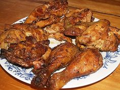 Kuře naporcujeme: odřízneme křídla, stehna rozpůlíme na dolní a horní část, prsa oddělíme od kosti a rozpůlíme. Skelet použijeme třeba na... Thing 1, Tandoori Chicken, Chicken Wings, Pork, Keto, Ethnic Recipes, Crickets, Cooking, Kale Stir Fry