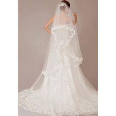 Lace  Wedding Veil   Keywords: #weddingveils #jevelweddingplanning Follow Us: www.jevelweddingplanning.com  www.facebook.com/jevelweddingplanning/
