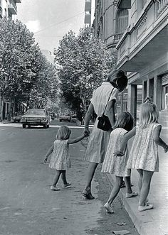 Sara Facio, photographer; Street of Barrio Norte,  Buenos Aires, 1965