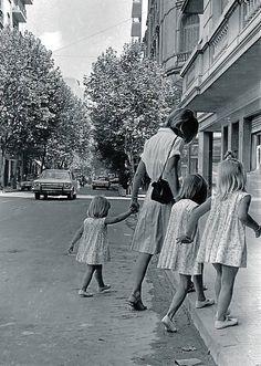 Street of Barrio Norte - Buenos Aires, 1965 Eugene Richards, Argentina Travel, Urban Life, Female Photographers, Modern Artists, Urban Landscape, Short Film, Retro, Street Photography