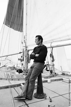 Sur les traces d'EricTabarly, Loïc Peyron s'élance ce lundi 2 mai 2016 à la barre du Pen Duick 2 dans la course Plymouth-New York, en 27 jours, sans GPS, ni radar. Boat Icon, Plymouth, Navy Man, Yacht Boat, Yacht Design, Train Car, Mans World, Tall Ships, Brittany