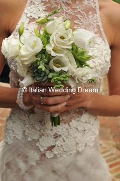 Wedding with succulents and white flowers in Montone, Umbria | Italian Wedding Dream