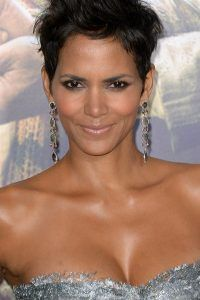 Halle-Berry-short-staight-cut-hairstyle