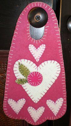 Door knob hanger in penny rug style. Penny Rug Patterns, Wool Applique Patterns, Felt Patterns, Felt Applique, My Funny Valentine, Valentine Crafts, Valentines, Felted Wool Crafts, Felt Crafts