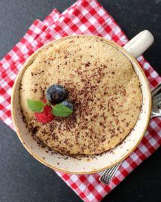 Sunn banankake i kopp med flytande sjokoladekjerne - LINDASTUHAUG Hummus, Pudding, Baking, Ethnic Recipes, Food, Cakes, Hair, Beauty, Cake Makers