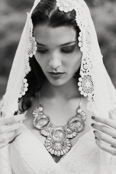 GYPSY BRIDE · Nº04 Tendencias de Bodas Magazine · Foto, En Route Photopragphy #weddinginspiration #bridaleditorial #bride #veil #tendenciasdebodas